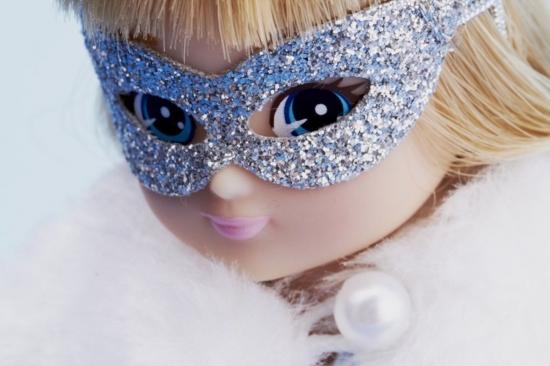 finne en dato sprenge jente dukke
